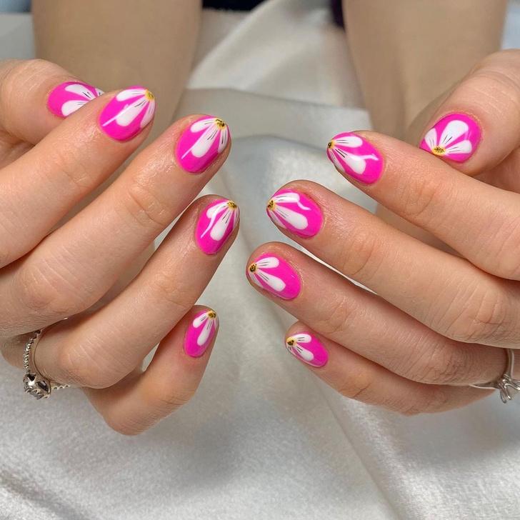 Фото №13 - Go pink! 15 идей розового маникюра
