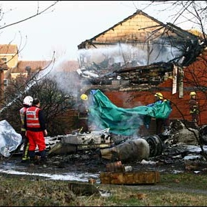 Фото №1 - Самолет упал на жилой дом