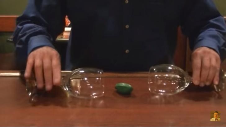 Фото №2 - Фокус с бокалами и воздушным шариком