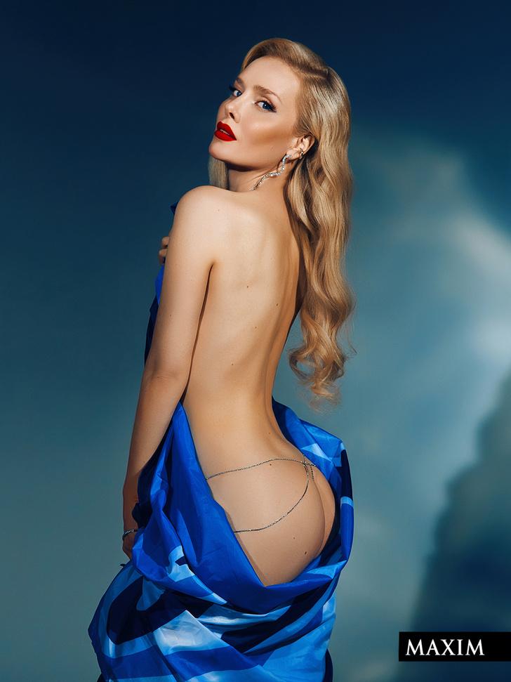 Фото №2 - Мячи мечты: фотосессия актрисы Валерии Шкирандо для MAXIM