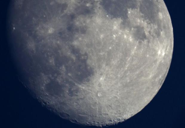 Фото №1 - Как выглядит Луна через обычный московский телескоп (видео)
