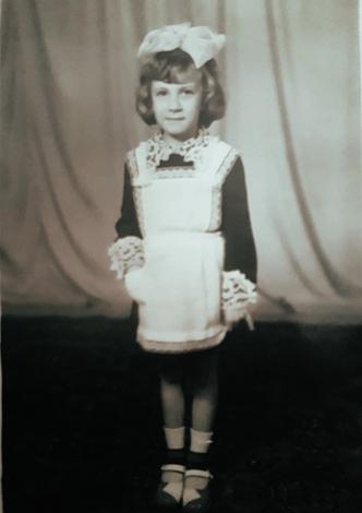 Петрова Наташа, 7 лет, первый класс, сентябрь 1979 года.