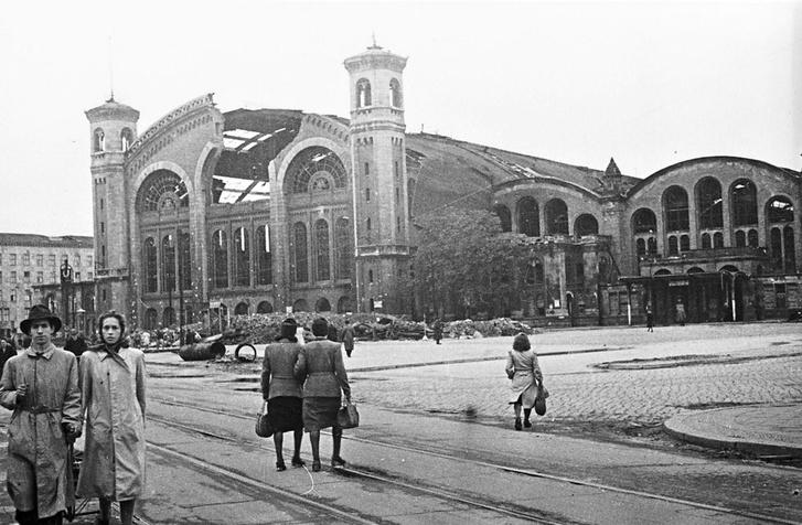Фото №2 - Покоренный Берлин глазами военного фотографа: репортаж из мая 1945-го