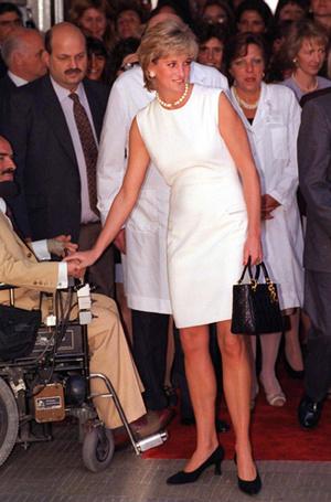 Фото №22 - Как принцесса Диана одевалась в 90-е годы