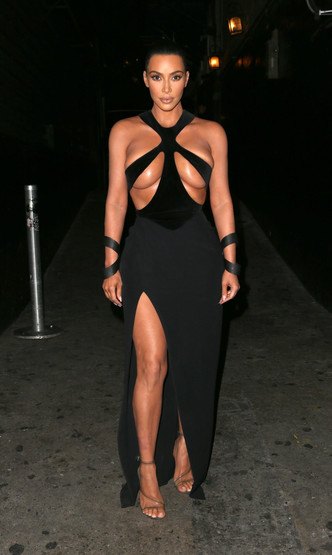 Ким Кардашьян: голые платья