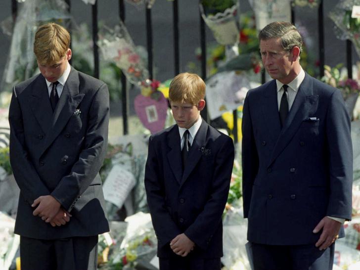 Фото №3 - Сын против матери: почему смерть Дианы рассорила Королеву и принца Чарльза