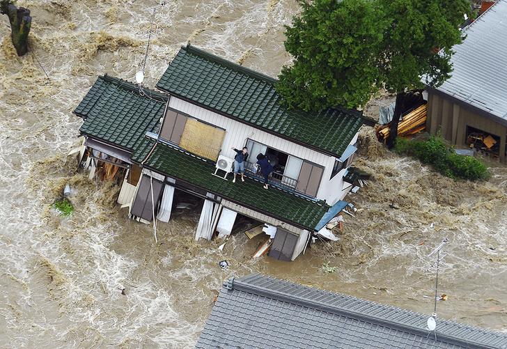 Фото №1 - В результате наводнения в Японии 22 человека пропали без вести