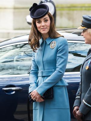 Фото №7 - Сестры по стилю: модные образы, которые Кейт и Софи повторяли друг за другом