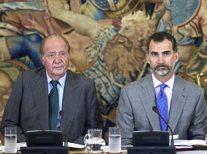 Фото №2 - Cуды, скандалы, бывшие любовницы: из-за чего бывший король Испании сбежал из страны