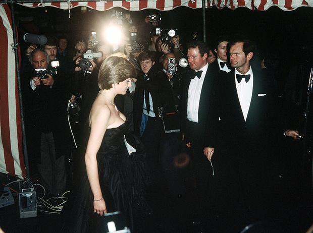 Фото №5 - Черное платье Дианы и ее первая ссора с женихом: как проходил дебют невесты Чарльза