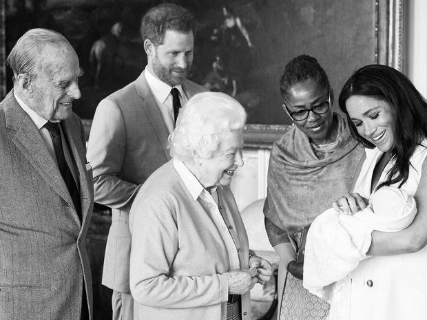 Фото №4 - Неизбежные последствия: чем интервью Гарри и Меган грозит британской монархии