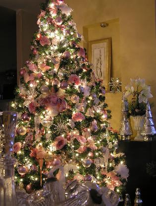 Фото №5 - Елочка, цвети: новый рождественский тренд в декоре