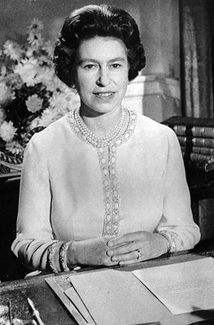 Фото №3 - Как первое рождественское телеобращение Елизаветы II навсегда изменило королевскую семью