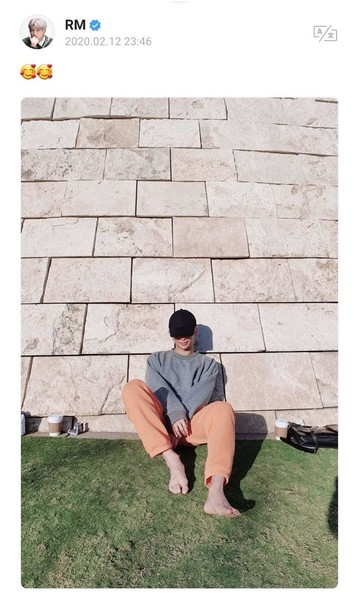 Фото №1 - RM случайно сделал групповое фото BTS без Ви— тот обиделся