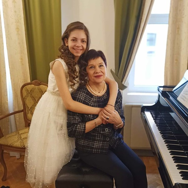 «С моим любимым педагогом Ольгой Евгеньевной Мечетиной».