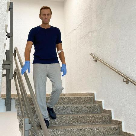Фото №3 - «Главная в палате»: Навальный рассказал, что его спасла жена