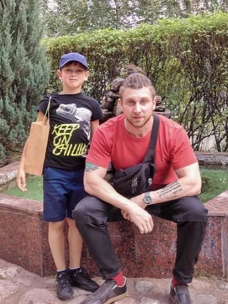 Фото №1 - Ушел из кино в почтальоны: как живет 35-летний сын Екатерины Семеновой