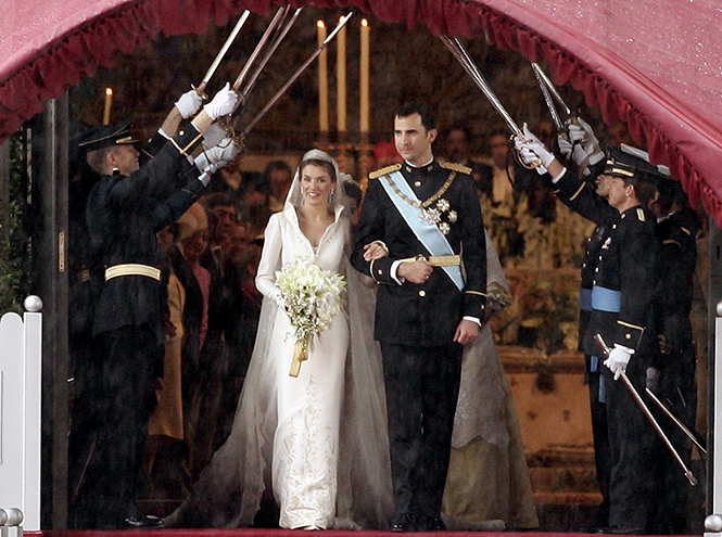 Фото №39 - 16 самых известных, красивых и дорогих свадебных платьев за всю историю