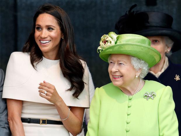 Фото №1 - Какую важную традицию королева нарушила ради Меган (но та не оценила)