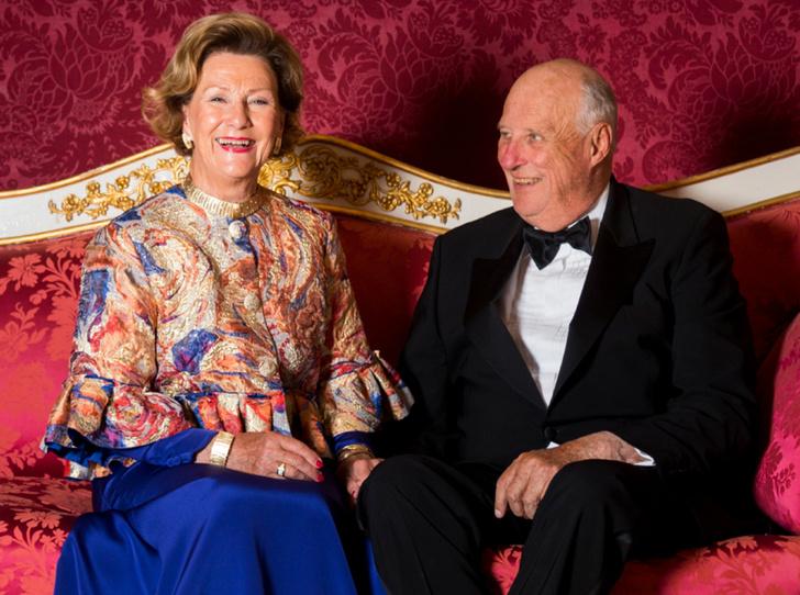 Фото №1 - Как король и королева Норвегии отметили золотую свадьбу