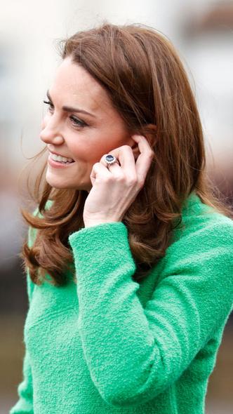 Фото №4 - Диана или Камилла: чье помолвочное кольцо дороже
