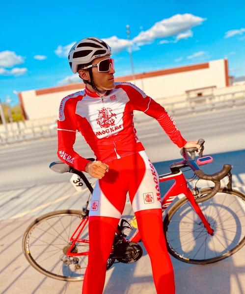 Фото №1 - Велогонщик Павел Свешников умер после потери сознания на треке