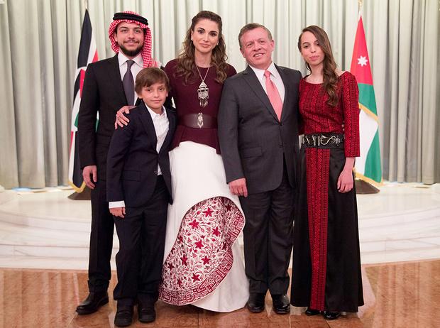 Фото №21 - Дивный Восток: 10 лучших выходов иорданской королевы Рании за 2017 год