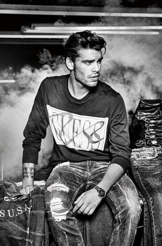 Фото №6 - 35 лет богатого джинсового наследия и новые стильные образы от GUESS