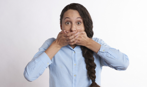 Фото №1 - Минздрав сказал: «Всем молчать. Про коронавирус говорит Роспотребнадзор»