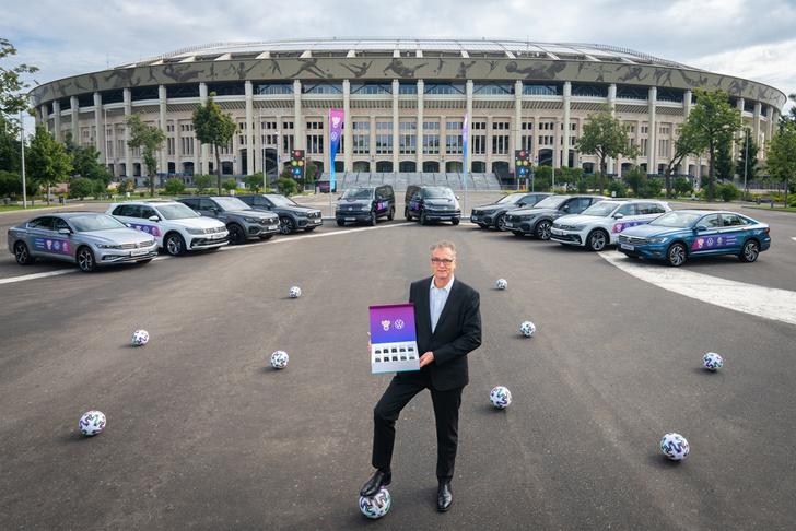 Фото №1 - Новые автомобили Volkswagen для российских футболистов