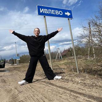 Фото №3 - Настя Ивлеева готовит грандиозный контент «на колесах»