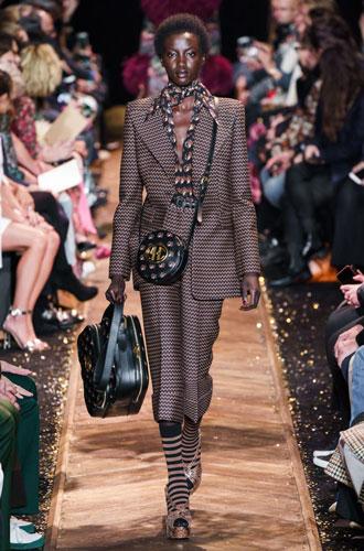 Фото №15 - От классики до сочных красок: лучшие костюмы с Недели моды в Нью-Йорке