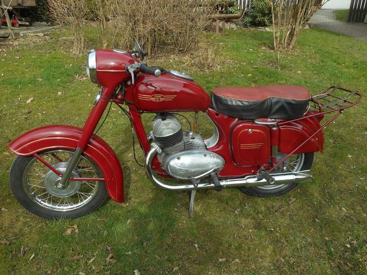 Фото №2 - С дымком: 5 фактов о мотоциклах «Ява», которые боготворили в СССР