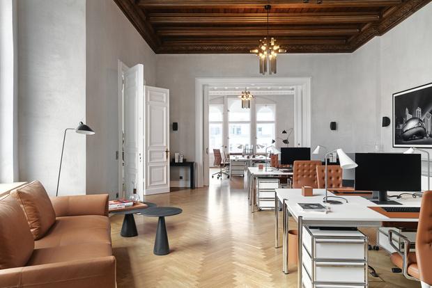 Фото №1 - Модный офис в Берлине с фресками на потолке