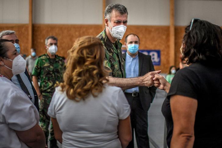 Фото №2 - Прививать больше некого? Как один военный коронавирус во всей Португалии победил
