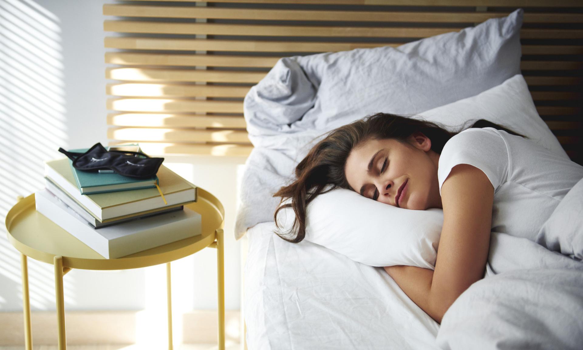 спать на одной подушке примета