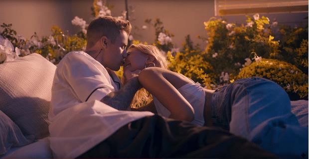 Фото №2 - Хейли Болдуин снялась в новом клипе Джастина Бибера
