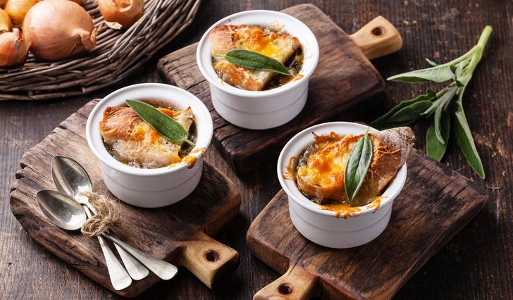 Фото №1 - Парижский луковый суп: история и рецепт