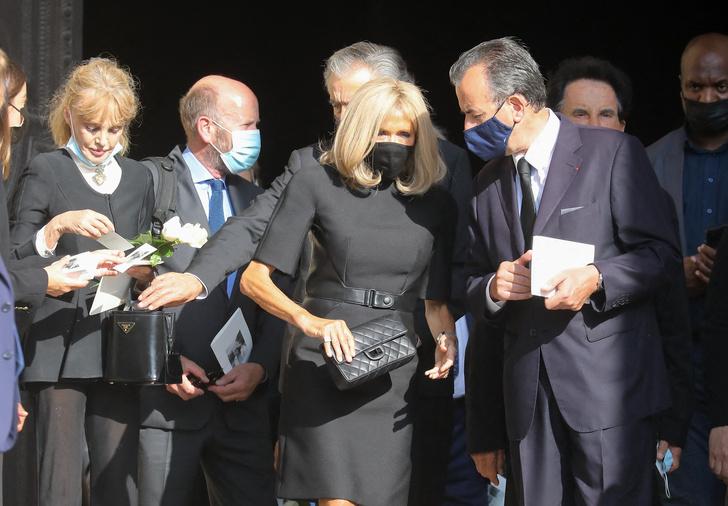 Фото №2 - Первая леди Франции случайно показала очень худые и морщинистые руки