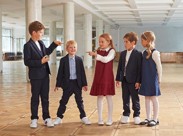 Фото №1 - Прийти в форму: как подобрать школьный образ, который понравится и маме, и директору, и ребенку