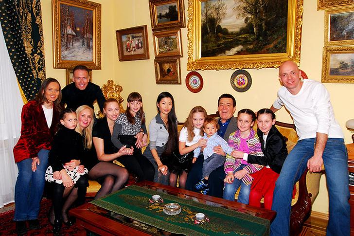 Фото №8 - Иосифу Кобзону – 80: «Собираю семерых внуков и говорю: «Пойте!»