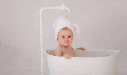 Фото №1 - Педиатры ответили, стоит ли купать детей в крещенской проруби