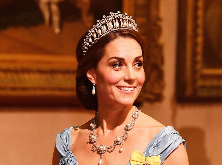 Фото №1 - Почему герцогиня Кембриджская так любит тиару «Узелки любви»