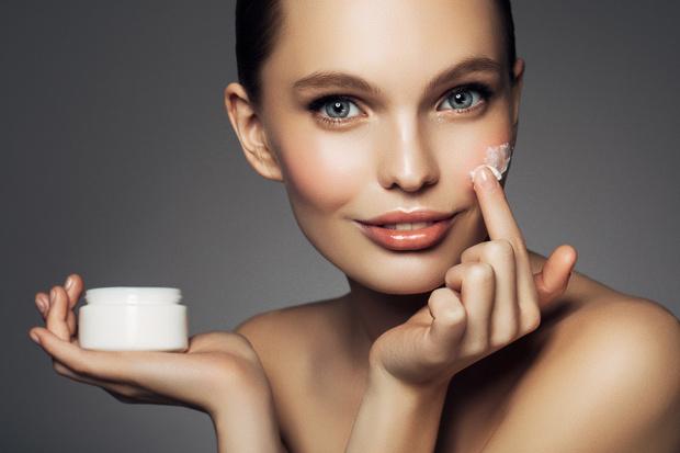 Фото №1 - Водный запас: как правильно увлажнять кожу в холода