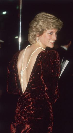 Фото №2 - 15 примеров, когда королевские особы надевали одно и то же вечернее платье несколько раз