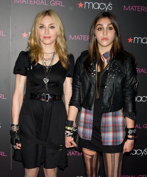 Фото №6 - Смотреть «Русалочку», часто моргать, менять одежду: 7 странных правил, которые Мадонна, Найтли и другие звезды ввели для своих детей