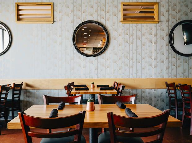 Фото №10 - Уловки в ресторанном меню, из-за которых вы переплачиваете и переедаете (и как на них не попасться)