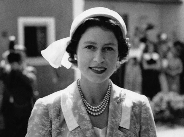 Фото №7 - Какое украшение Елизавета II носит практически постоянно (но вы не замечали)