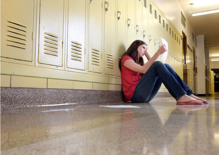 Фото №1 - Обнаружена взаимосвязь между школьной успеваемостью и риском суицида