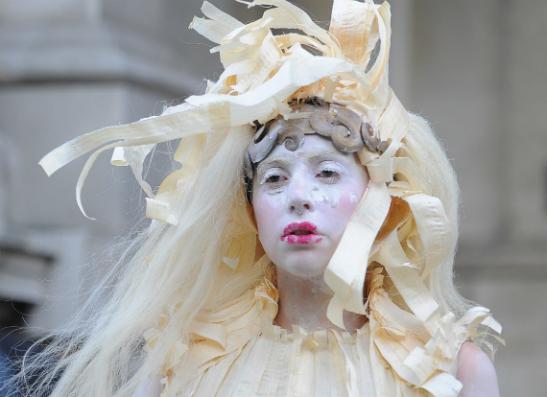 Фото №1 - Леди Гага примирилась со своей внешностью